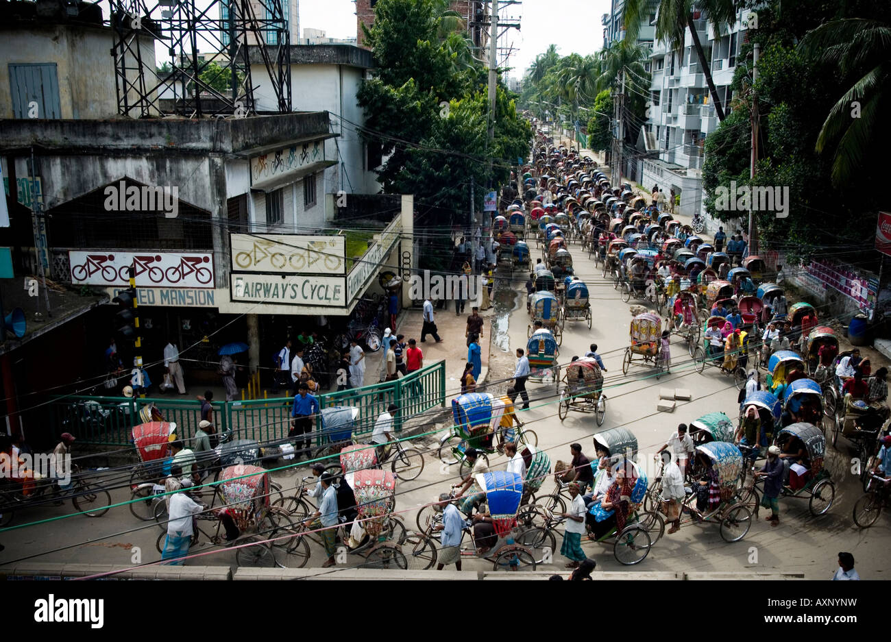 Traffic, rickshaws and auto-rickshaws in Dhaka, Bangladesh - Stock Image