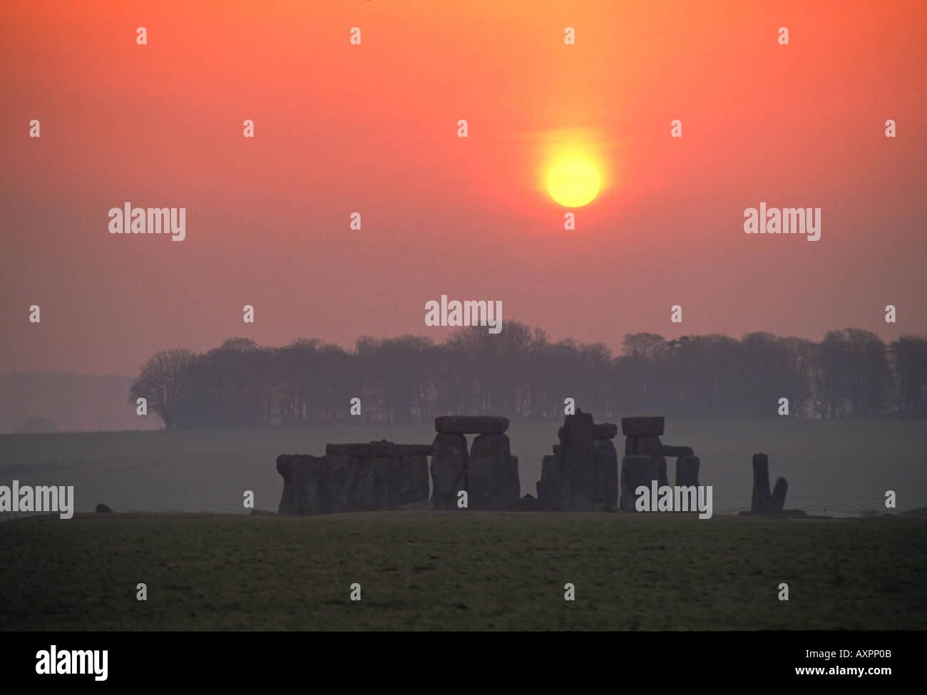 uk england Wiltshire stonehenge at sunrise Stock Photo