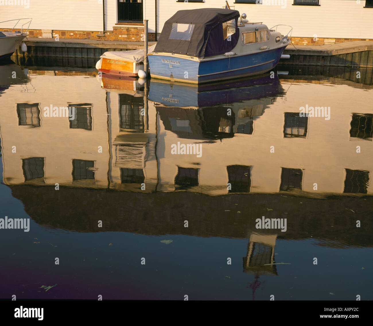 A boat beside the old Water Mill on the River Thames at Hambleden - Stock Image