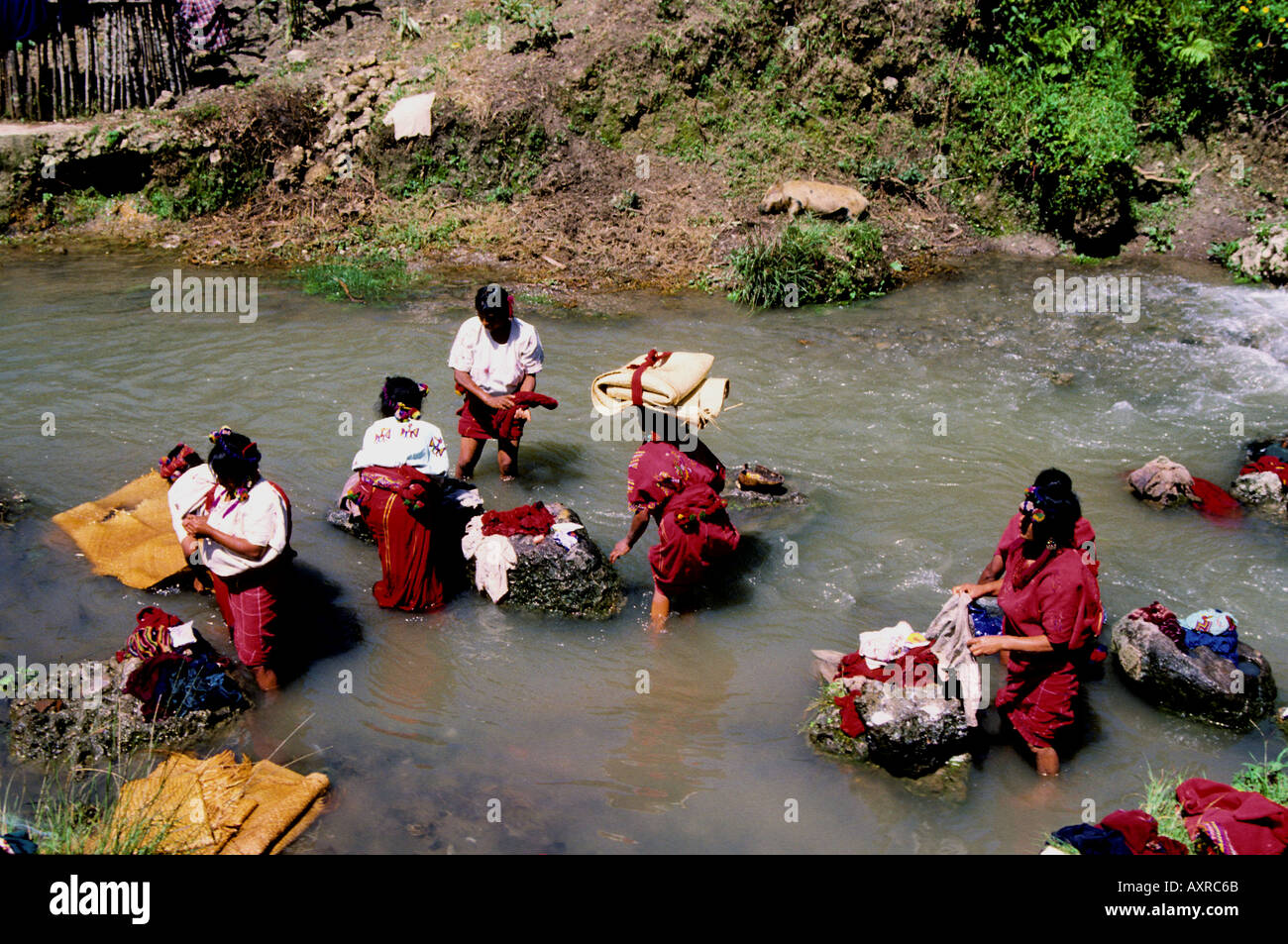 Indians washing clothes in river Chajul Guatemala - Stock Image