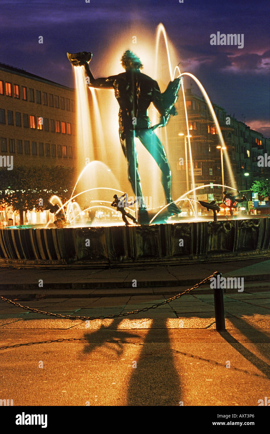 Statue of Poseidon by Carl Milles on Avenyen in Gothenburg, Sweden at night - Stock Image