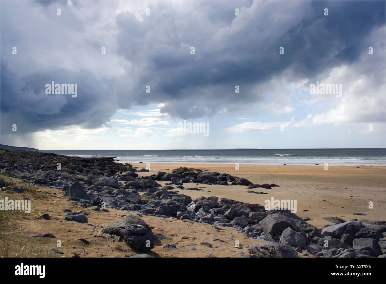 View along Fanore beach. West coast of Ireland. County Clare. Rain clouds. Cumulonimbus clouds. Bad weather. - Stock Image