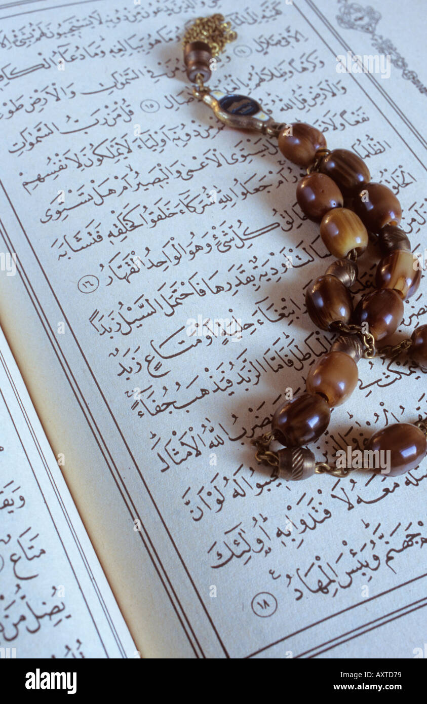 Worry beads and arabic script of the Koran - Stock Image