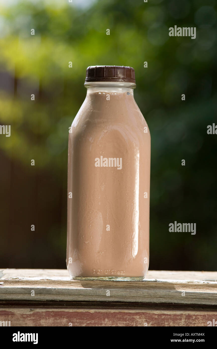 Milk Quart Stock Photos Images Alamy Diamond Choco Fresh 946 Ml All Natural Organic Morning Chocolate In One Glass Bottle On Old Wooden Table