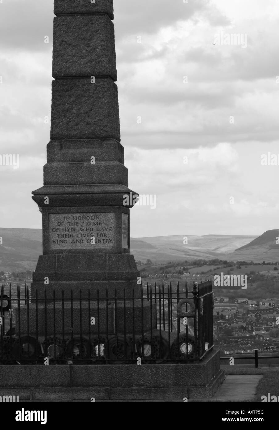 Werneth Low Cenotaph memorial Armistice - Stock Image