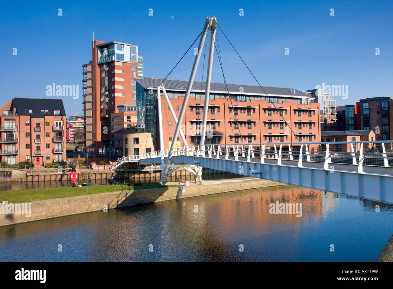 Knightsway Bridge over the River Aire Leeds UK - Stock Image