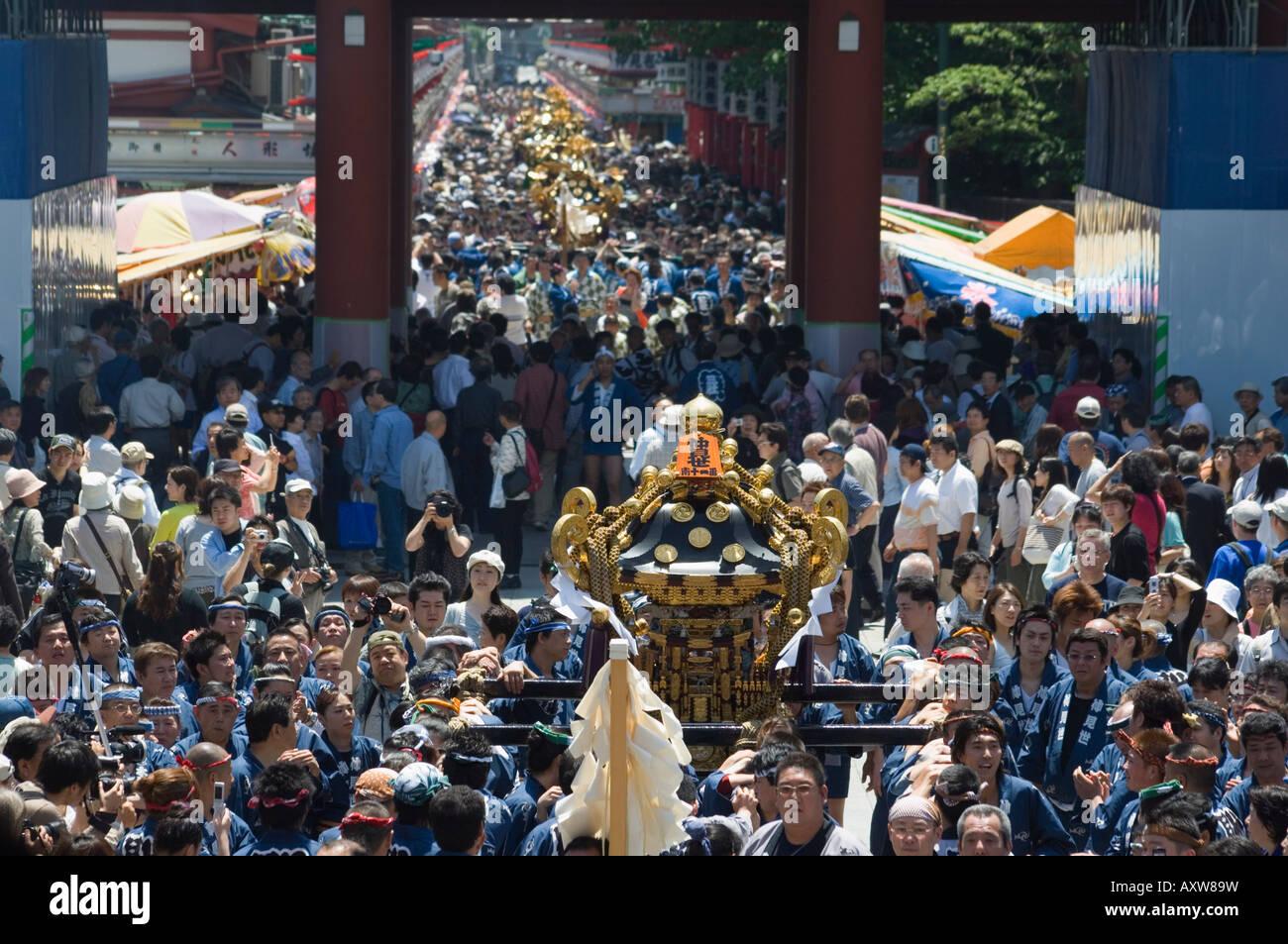 Mikoshi portable shrine of the gods, Sanja Matsuri Festival, Sensoji Temple, Asakusa Jinja, Asakusa, Tokyo, Japan - Stock Image
