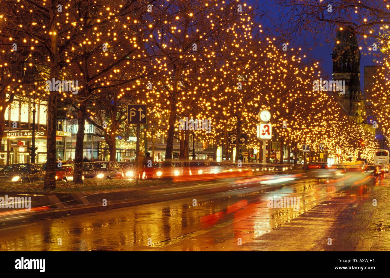 Weihnachtsbeleuchtung Kurfürstendamm.Berlin Kaiser Wilhelm Gedächtnis Kirche And Kurfuerstendamm At