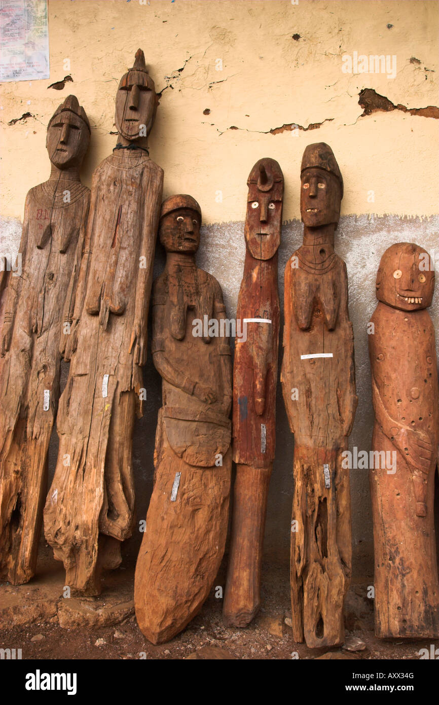 Famous carved wooden effigies of Waga (Wakka) chiefs and warriors, Konso, Ethiopia - Stock Image