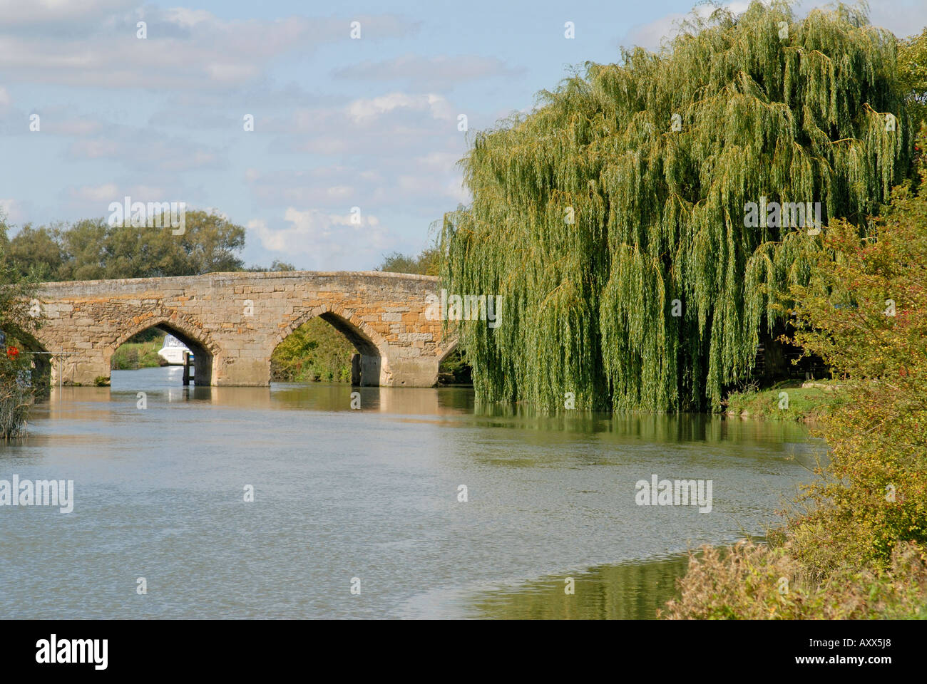 Ancient Bridge over the River Thames at Newbridge, Oxfordshire - Stock Image