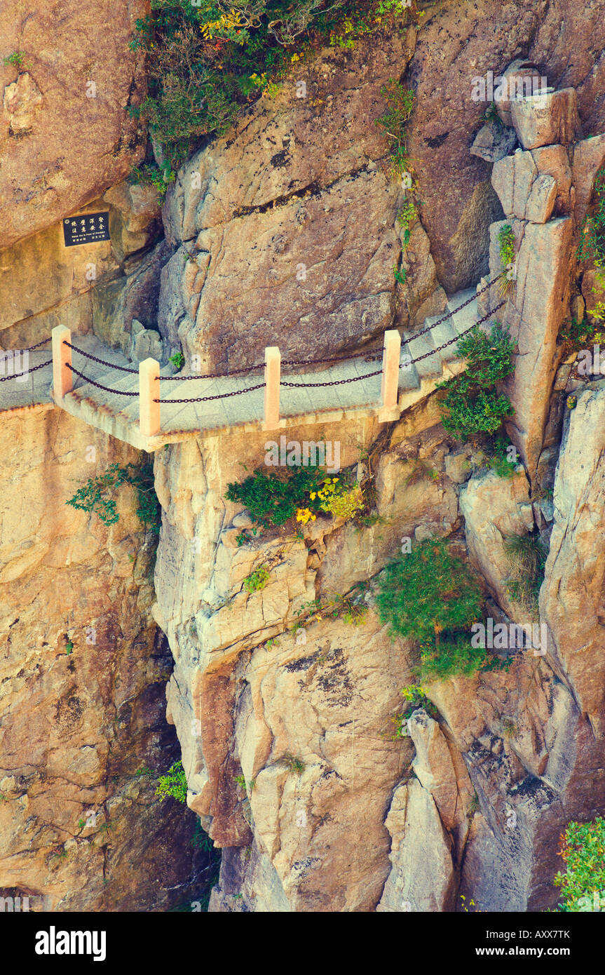 Footpath, White Cloud scenic area, Huang Shan (Yellow Mountain), UNESCO World Heritage Site, Anhui Province, China, Stock Photo
