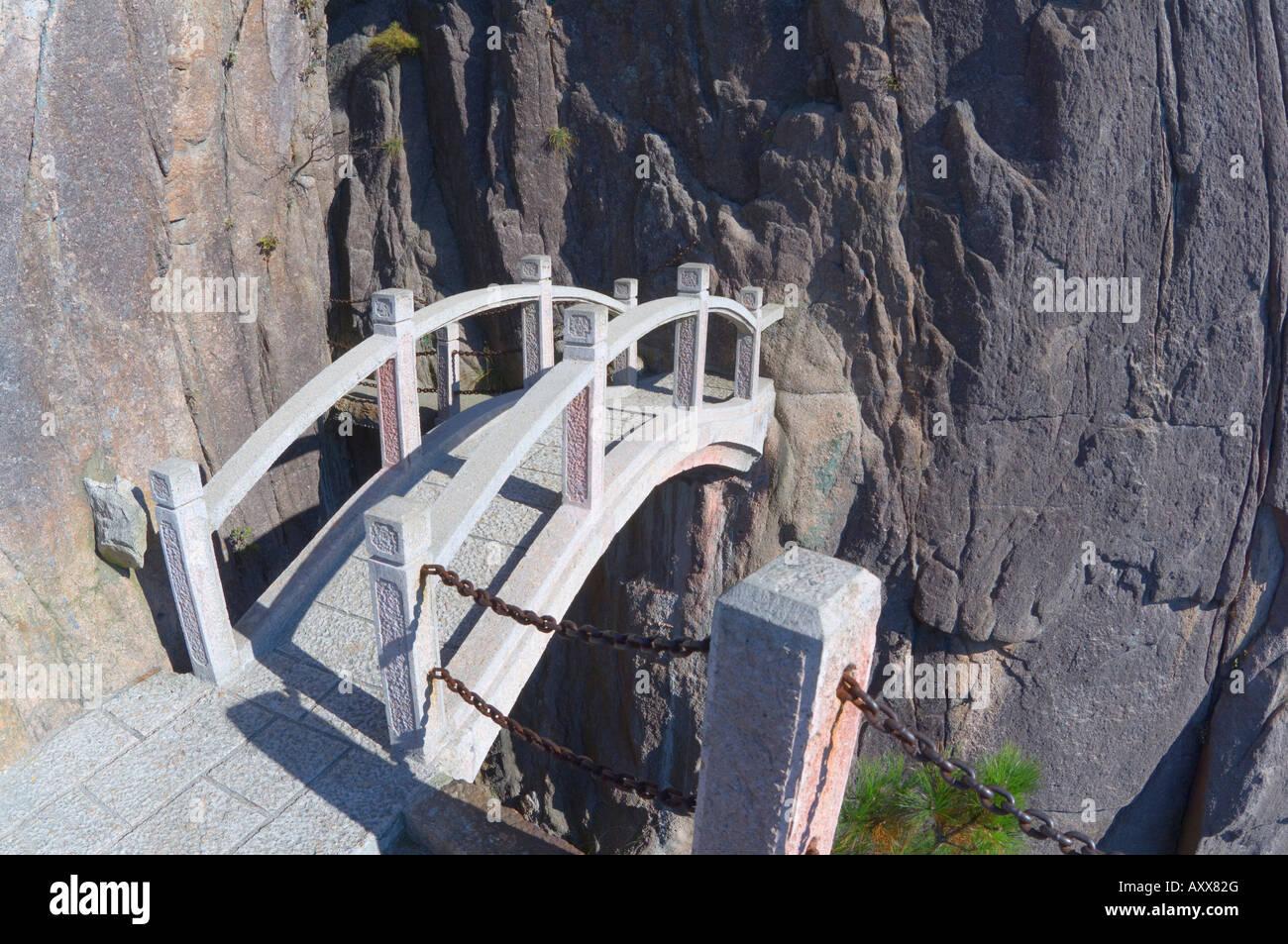 Footbridge, White Cloud scenic area, Huang Shan (Yellow Mountain), UNESCO World Heritage Site, Anhui Province, China, Stock Photo