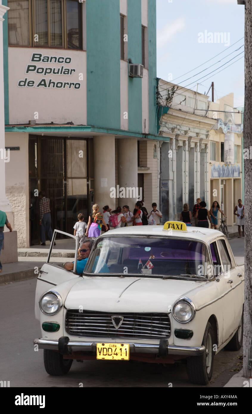 Taxi driver waits for a fare Santa Clara Cuba - Stock Image