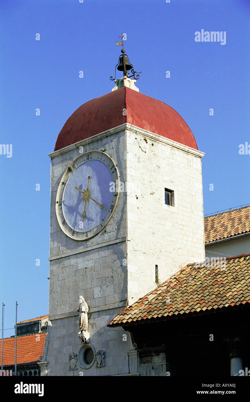The clock tower on the 15th century Town Hall, Trogir, UNESCO World Heritage Site, Dalmatia, Croatia, Europe - Stock Image