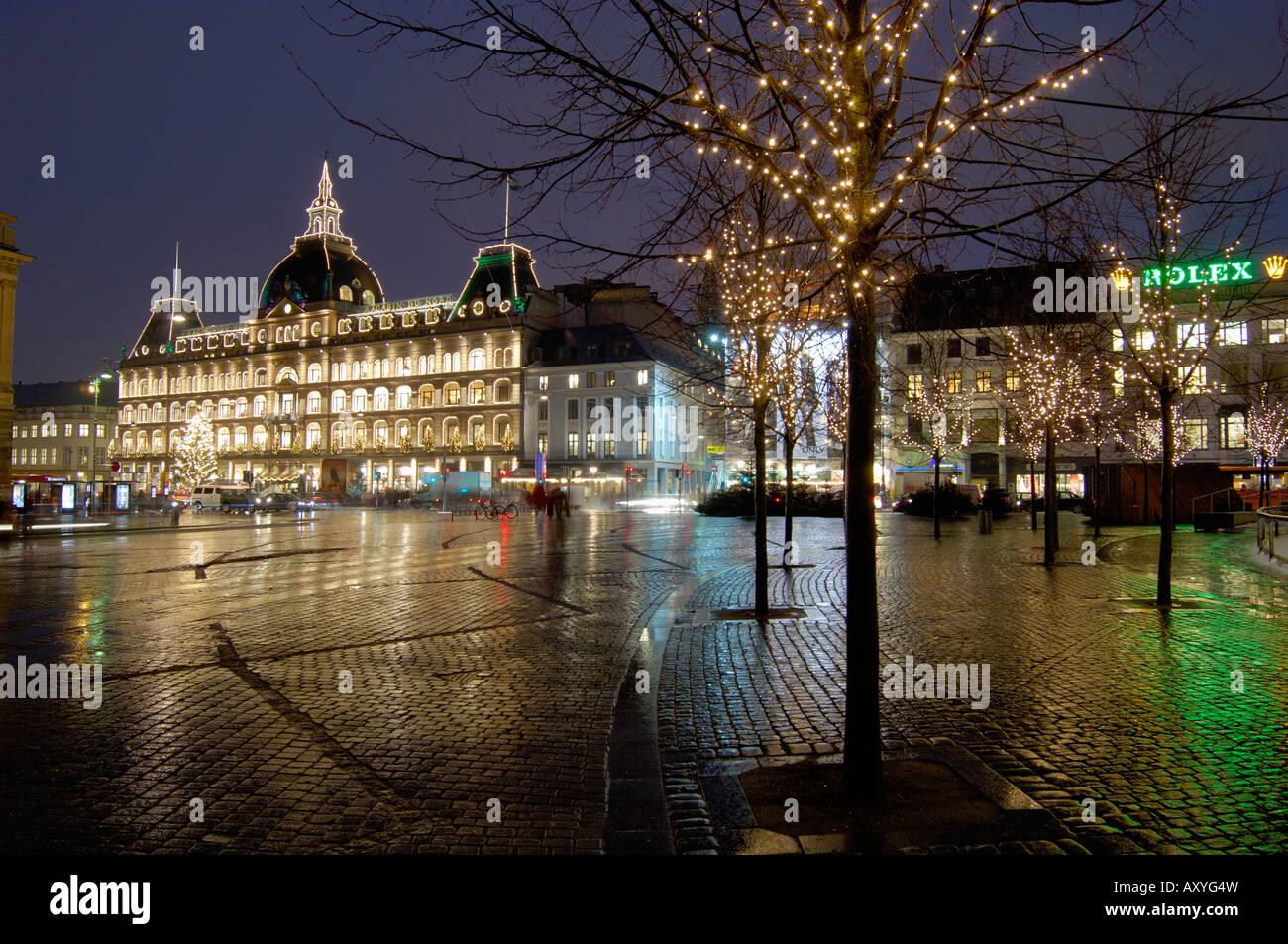 Magasins du Nord at Christmas, Kongens Nytorv, Copenhagen, Denmark, Scandinavia, Europe - Stock Image