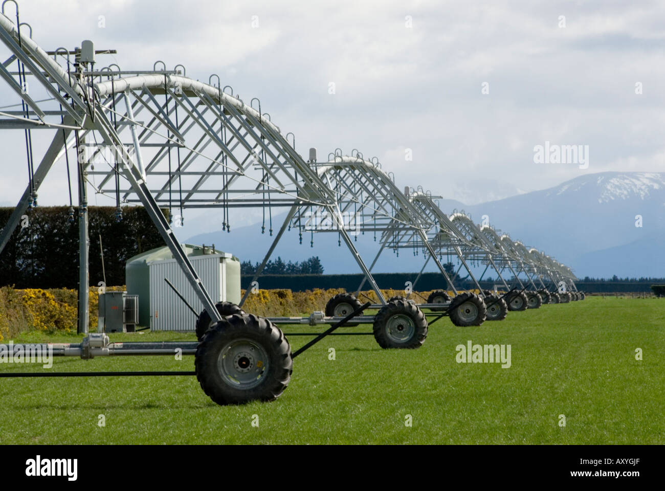 Large mobile sprinkler system receding into distance - Stock Image