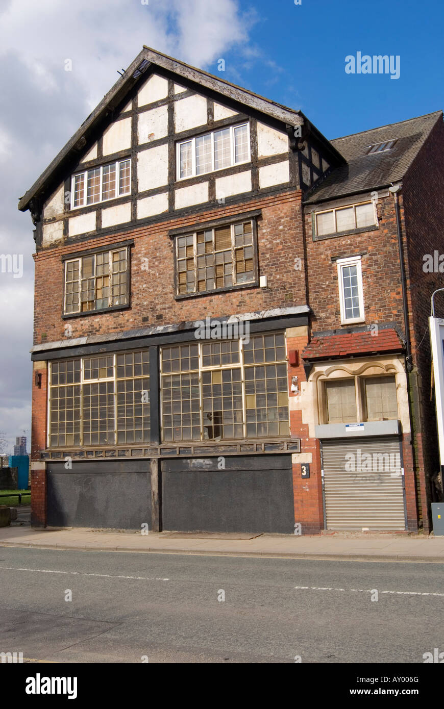 Public house in Pollard Street East Manchester in state of disrepair and awaiting regeneration. - Stock Image