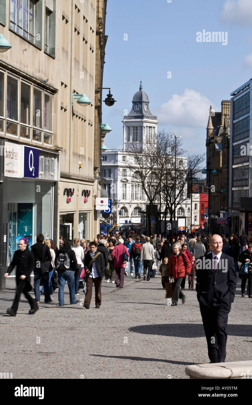 Crowds in Fargate, in Sheffield City Centre - Stock Image