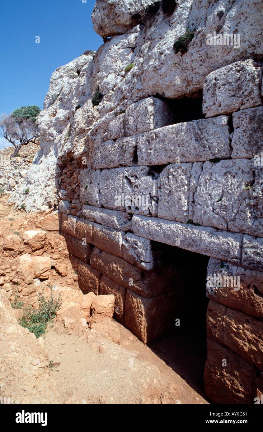 Kassos, Fri, Antike Höhle Hellenikomara, Eingang - Stock Image
