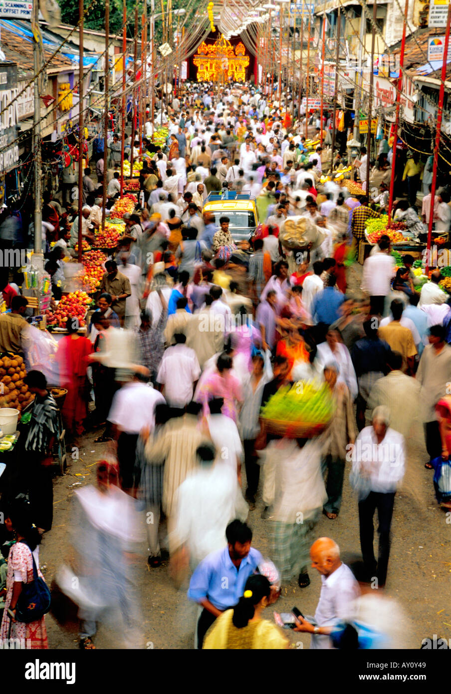 The unimaginable buzz of Dadar West Street Market Mumbai seething with crowds of buyers and sellers. India Asia Stock Photo