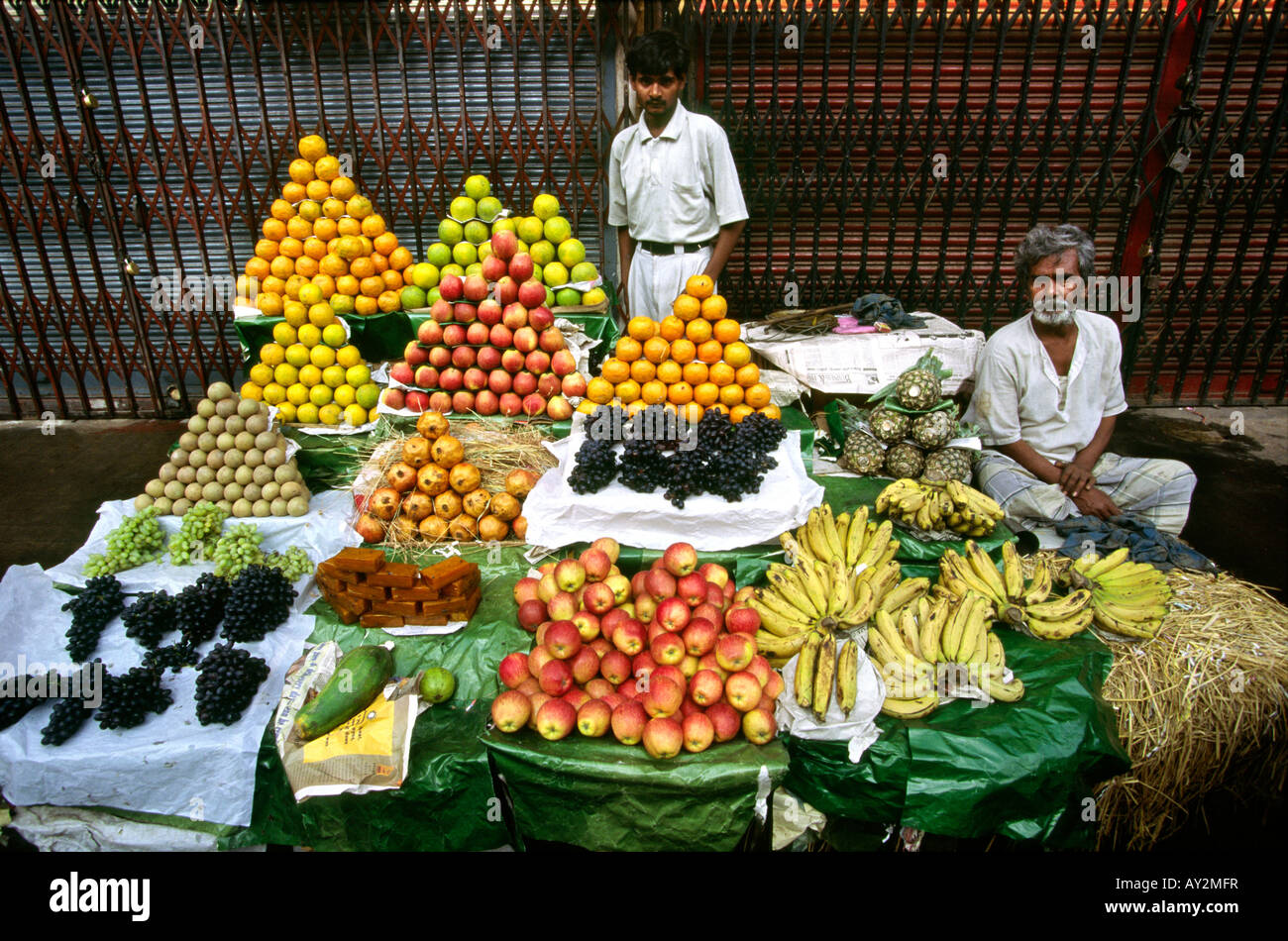 India West Bengal Calcutta men at fruit stall near New Market - Stock Image