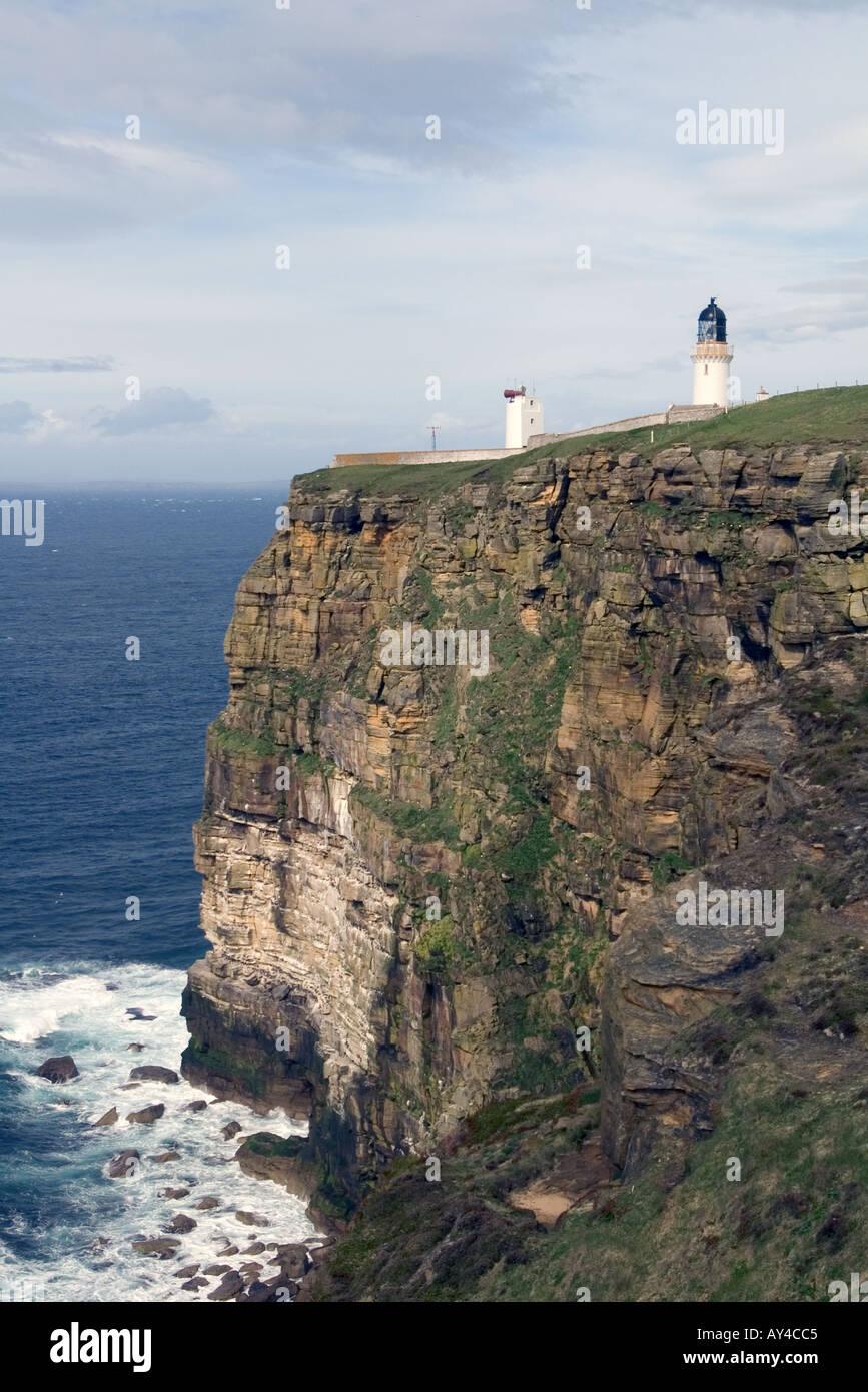 dh Dunnet Head Lighthouse DUNNET HEAD CAITHNESS Seacliffs light tower beacon overlooking Pentland Firth scotland coast Stock Photo