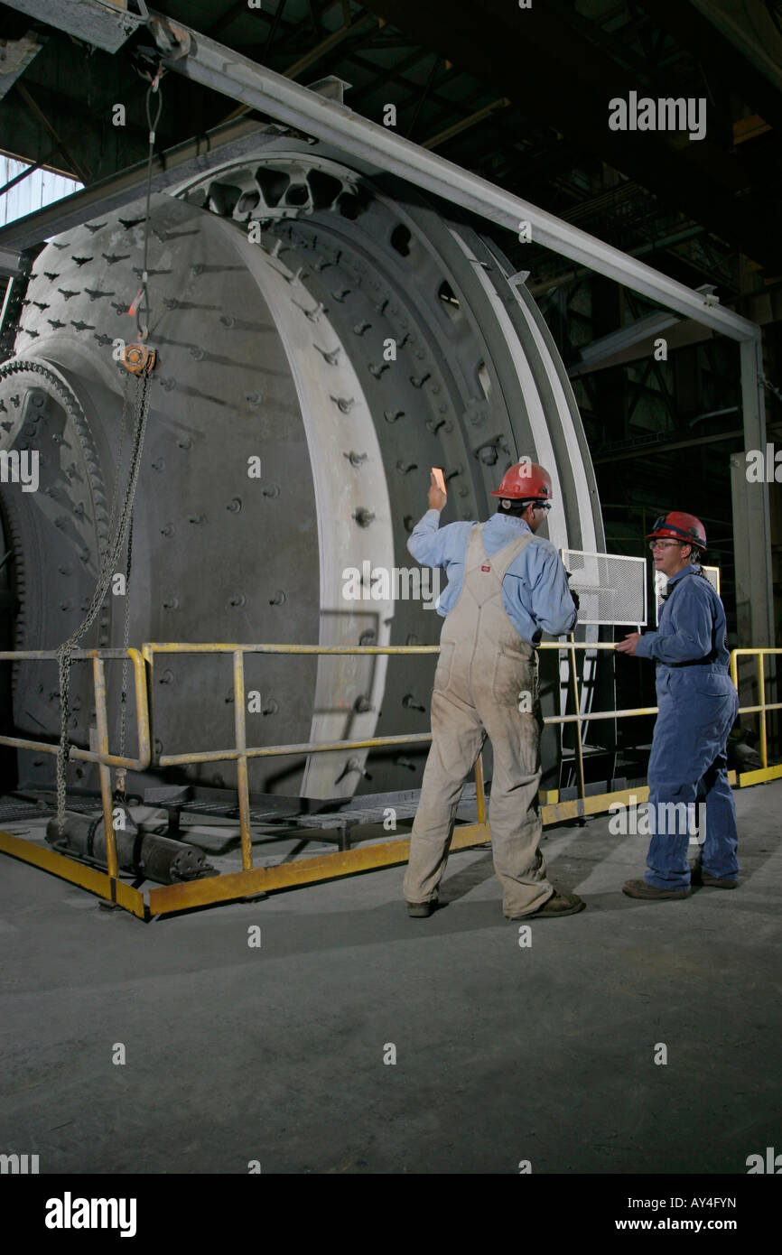 Process supervisor and woman engineer at SAG Mill, goldmine processing plant, USA - Stock Image