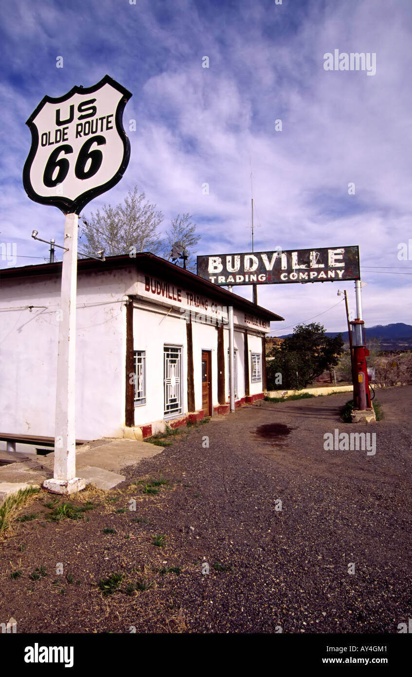 An Old Abandoned Gas Station On Historic Us Route 66 In Budville New Stock Photo Alamy