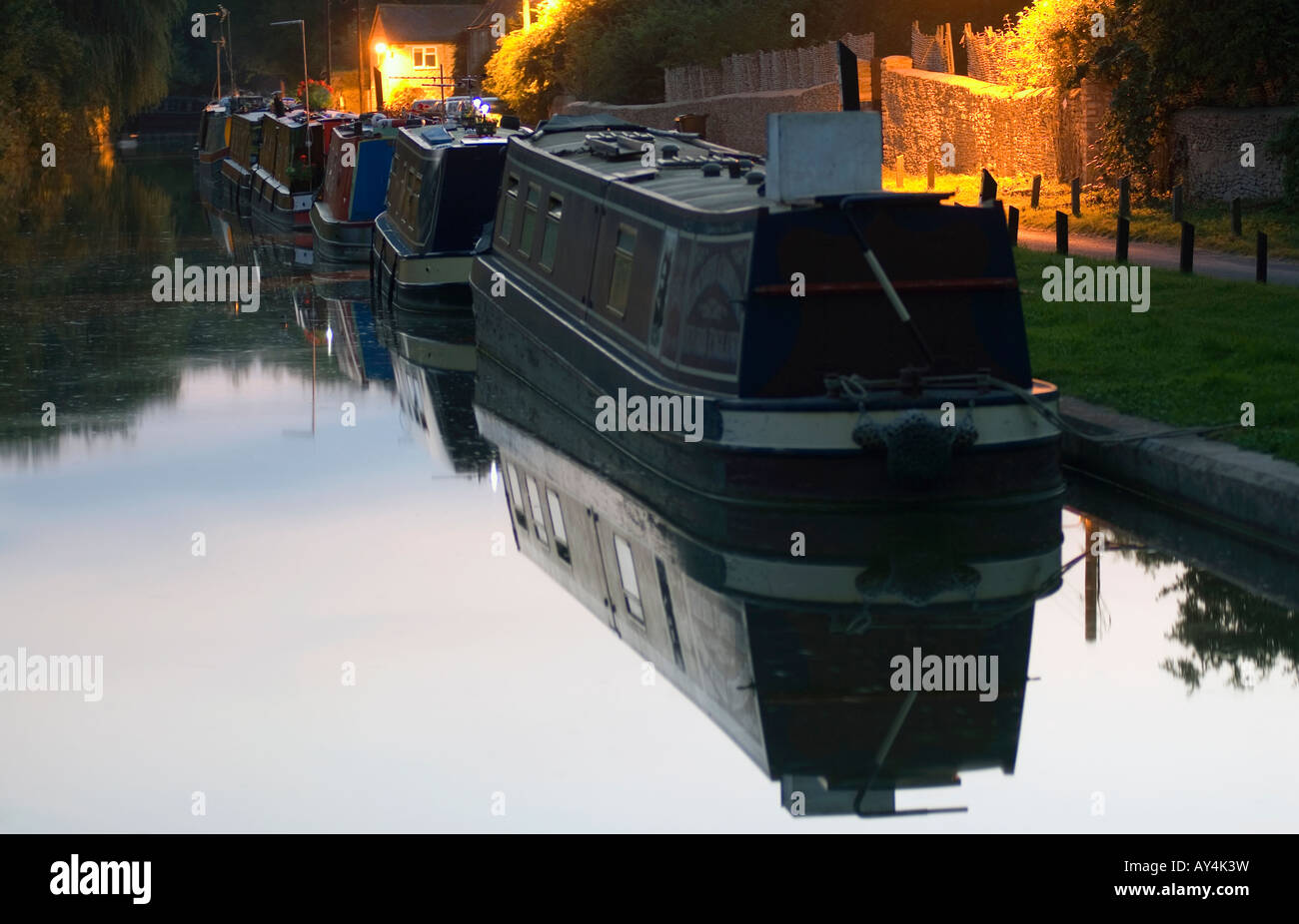 Doug Blane Narrowboats moored at Thrup on the Oxford canalStock Photo