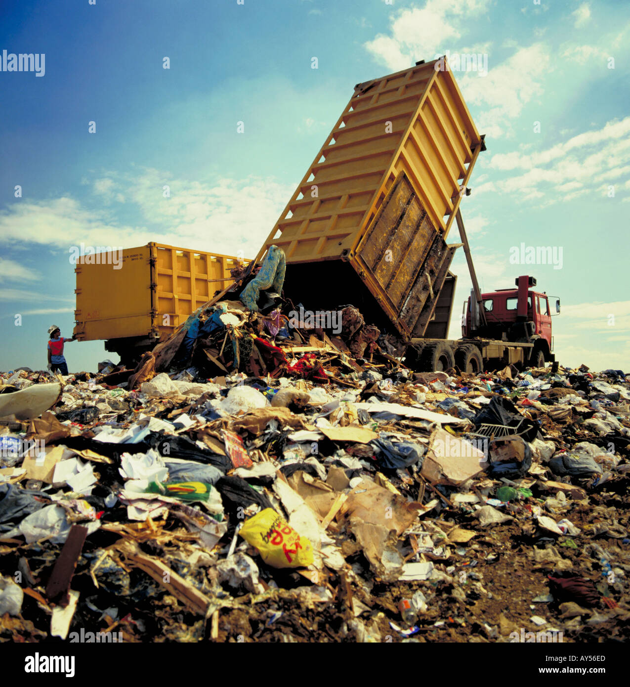 Household rubbish being deposited at landfill site - Stock Image