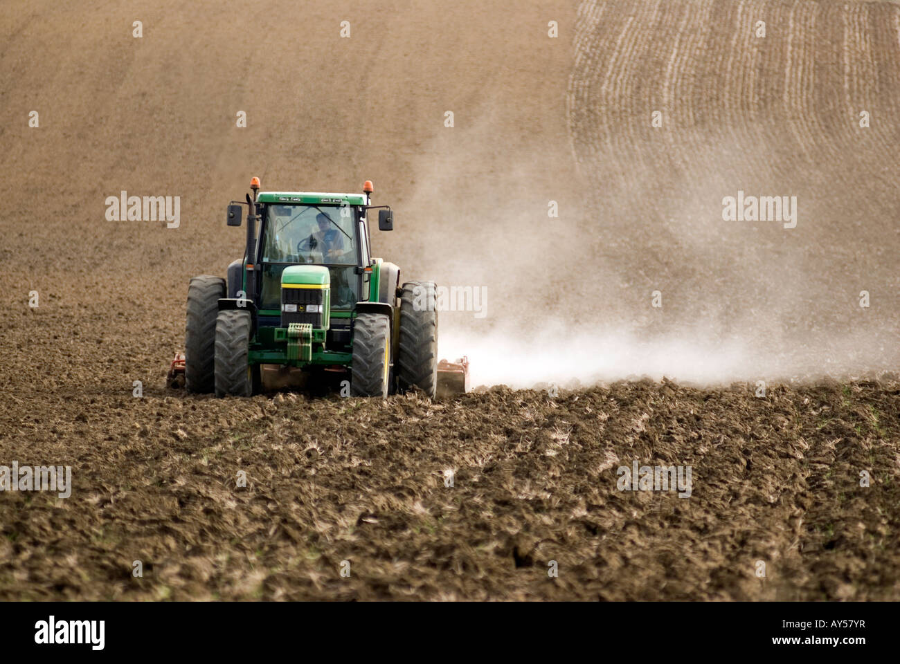 Doug Blane Tractor plowing a field in Oxfordshire near the Oxford Canal Stock Photo