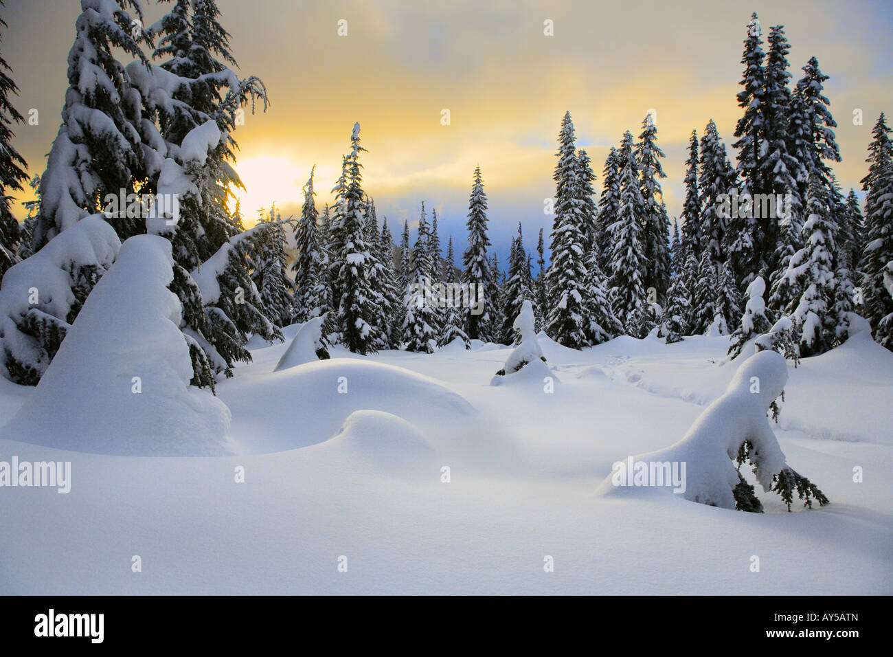 Skyline Lake in Washington's Cascade Mountains snowed in during winter - Stock Image