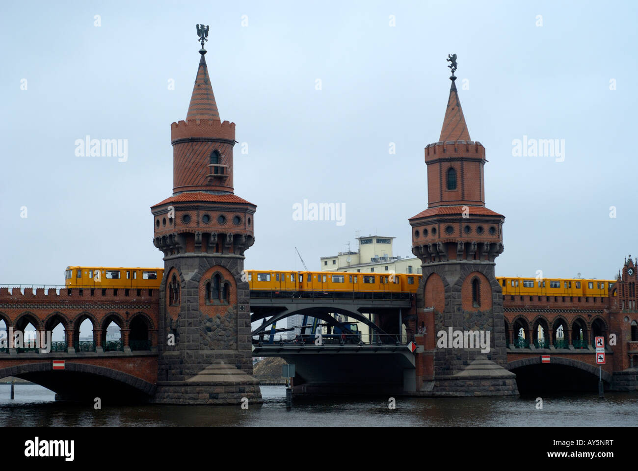 Oberbaumbrücke in Berlin march 2008. This bridge gained new fame with the movie 'Run Lola Run'. - Stock Image