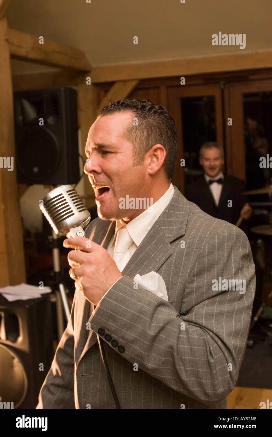 Wedding Singer Stock Photos & Wedding Singer Stock Images - Alamy