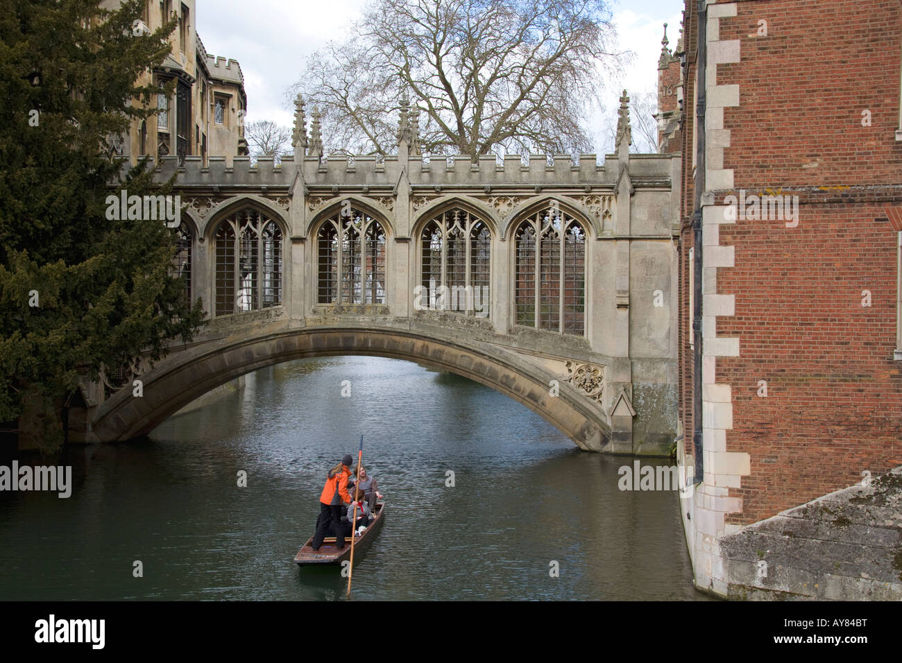 Punt on the River Cam, Bridge of Sighs, Cambridge - Stock Image