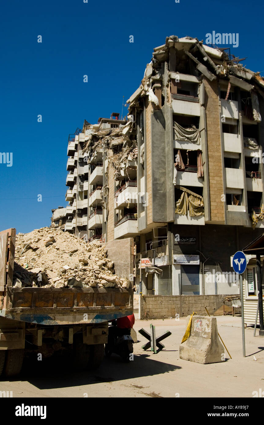 Devastation In Beirut This Is What It >> Reconstructing A Devastated Are In Southern Beirut Stock Photo