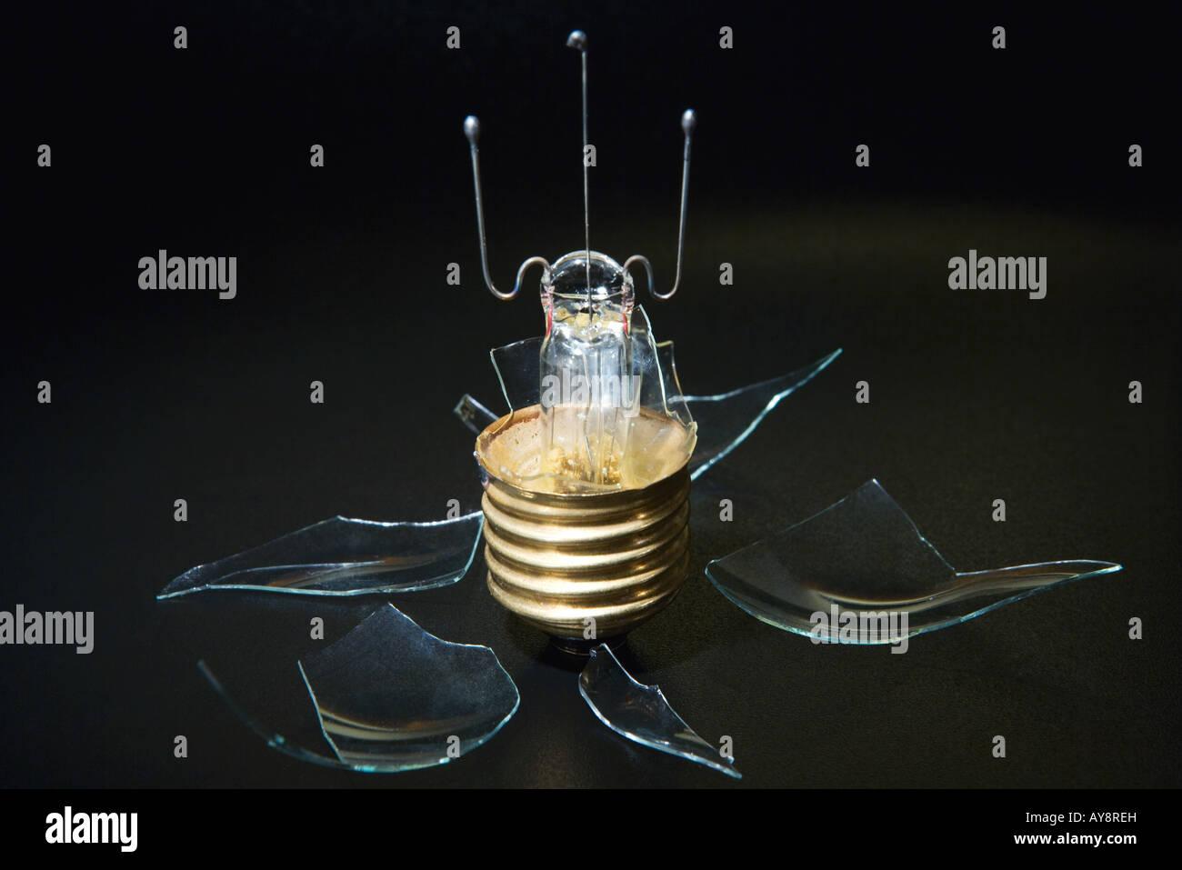 Broken light bulb, close-up - Stock Image