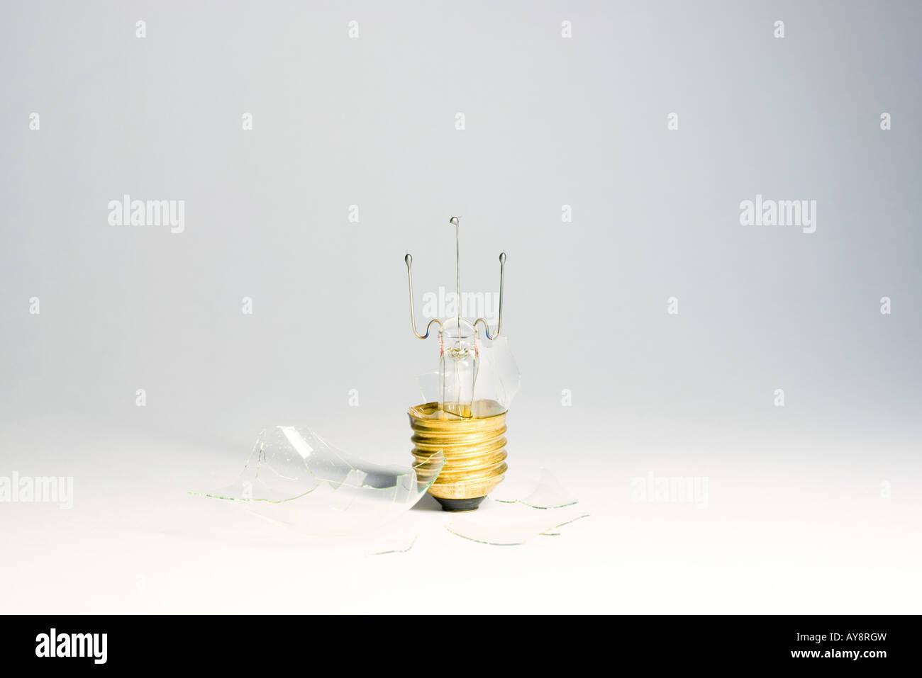 Broken lightbulb, close-up - Stock Image