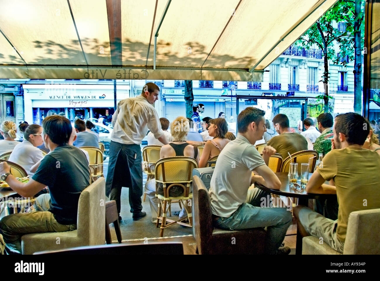 Paris France, Crowd of People, Terrace, French Cafe, Bistro Restaurant Sidewalk terrace Tables, in the Le Marais - Stock Image