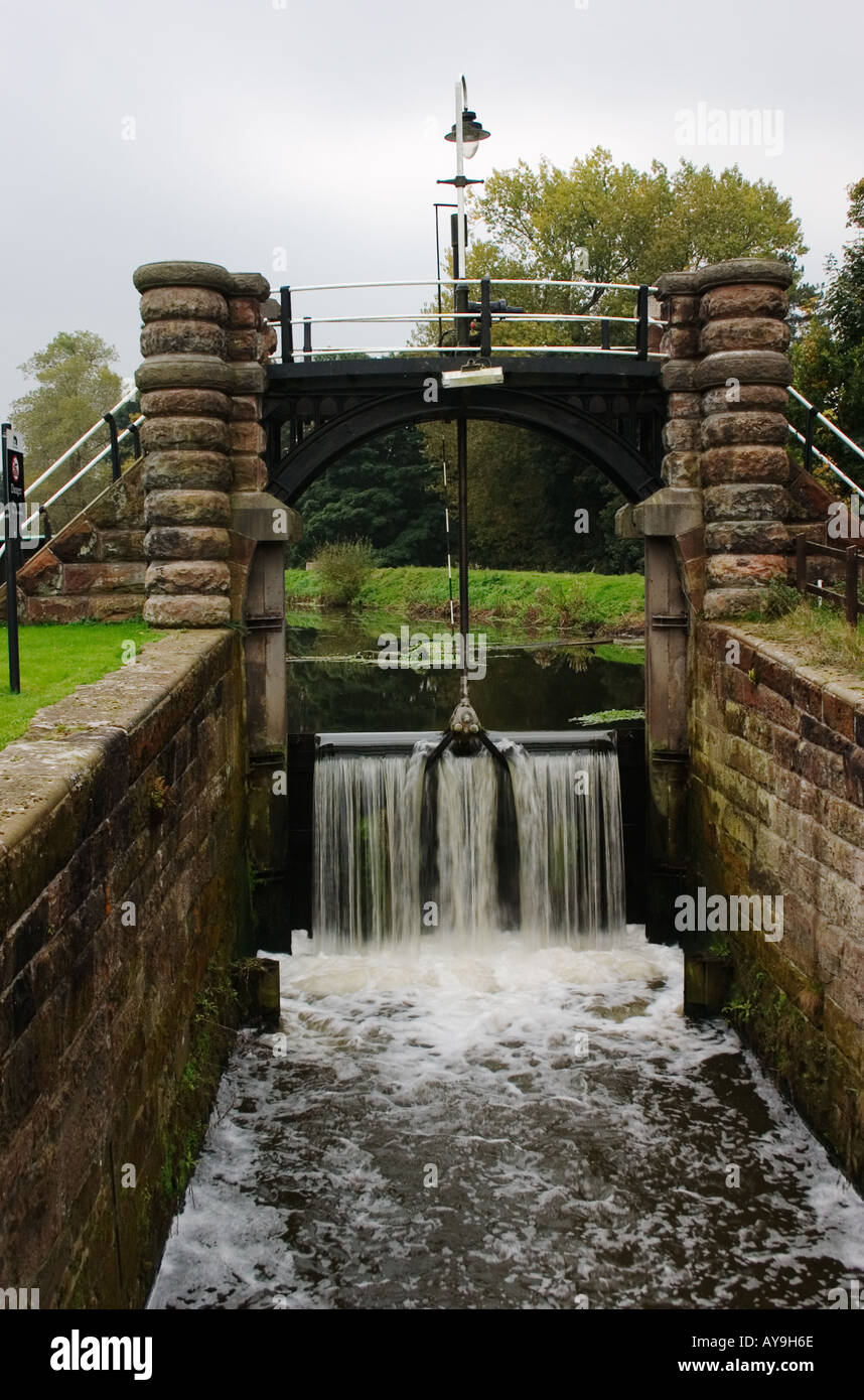 Sluice at Vale Royal Locks on the River Weaver Cheshire Stock Photo