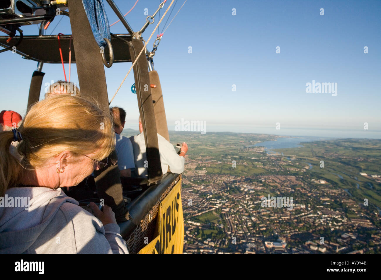 People flying over Exeter and the Exe Estuary in a hot air balloon - Stock Image