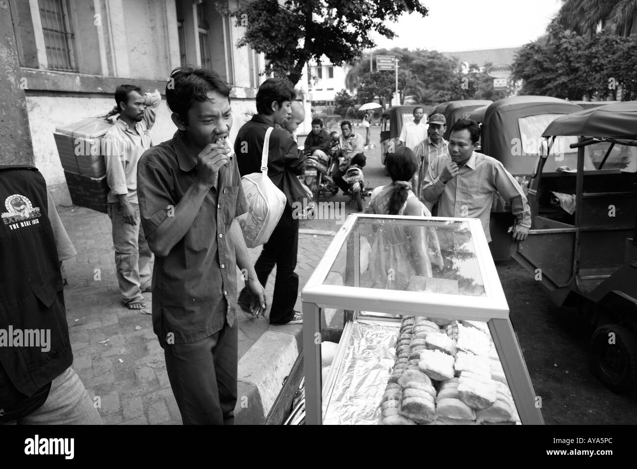 Indonesia Jakarta Portrait of food vendor outside Kota Railway Station in downtown - Stock Image