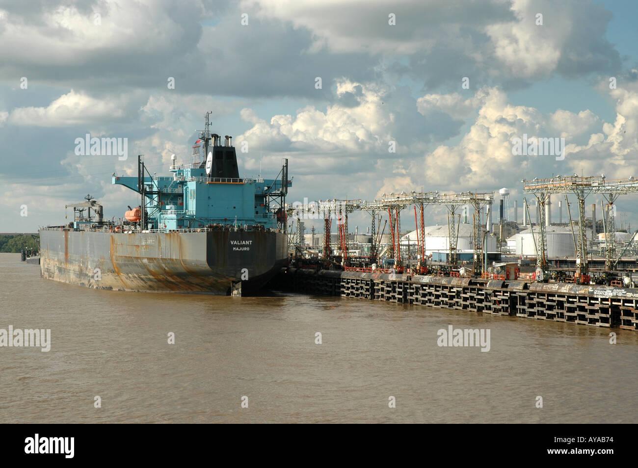Baton Rouge LA Louisiana oil refinery shipping dock - Stock Image