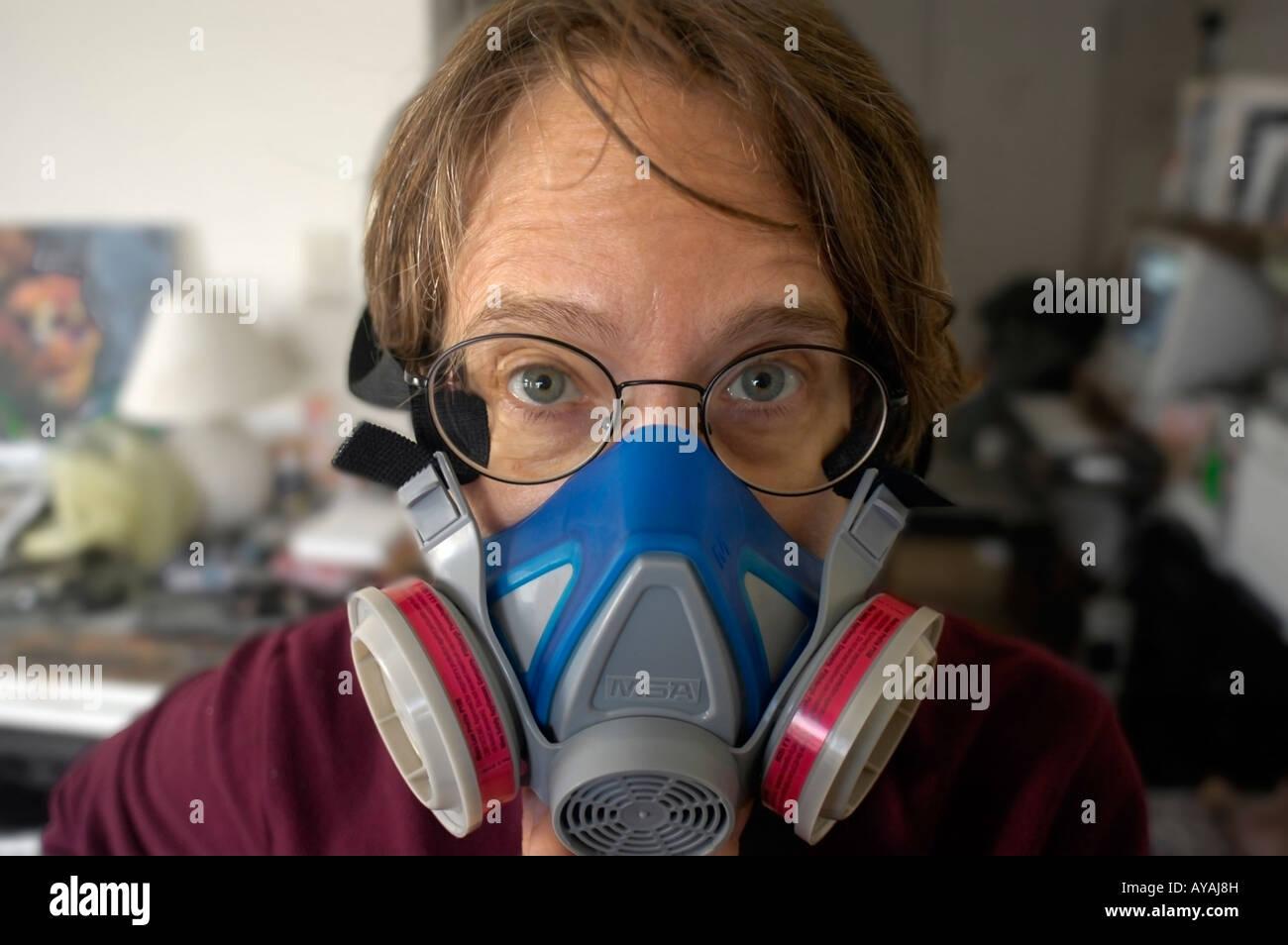 Stock Alamy Artist Photo Wears Woman Respirator - 17047168