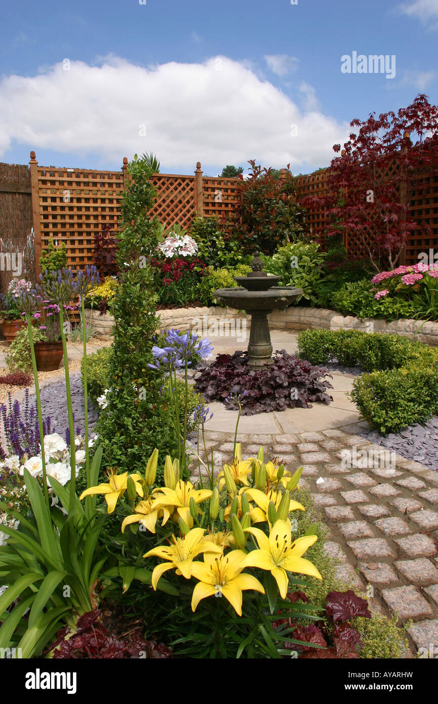 UK Cheshire Knutsford Tatton Hall RHS Flower Show back to back garden detail Stock Photo