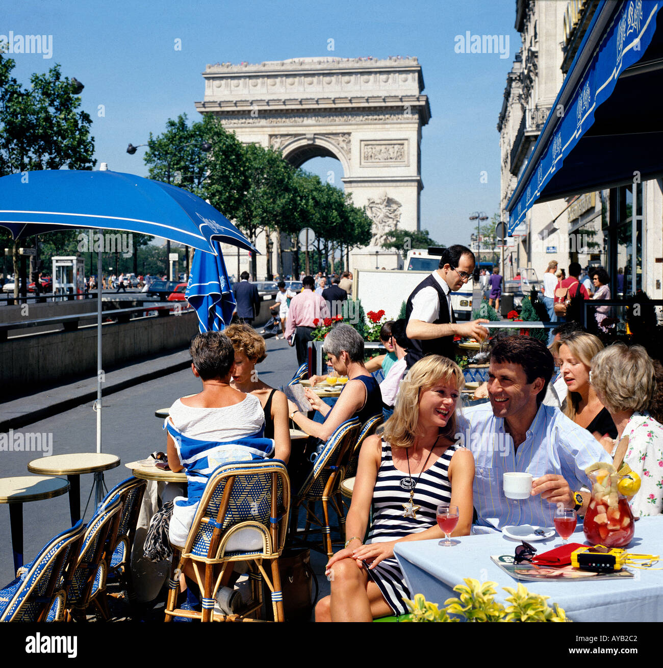 Parisien Cafe scene on the Champs Elysees  near the Arc de Triomphe - Stock Image