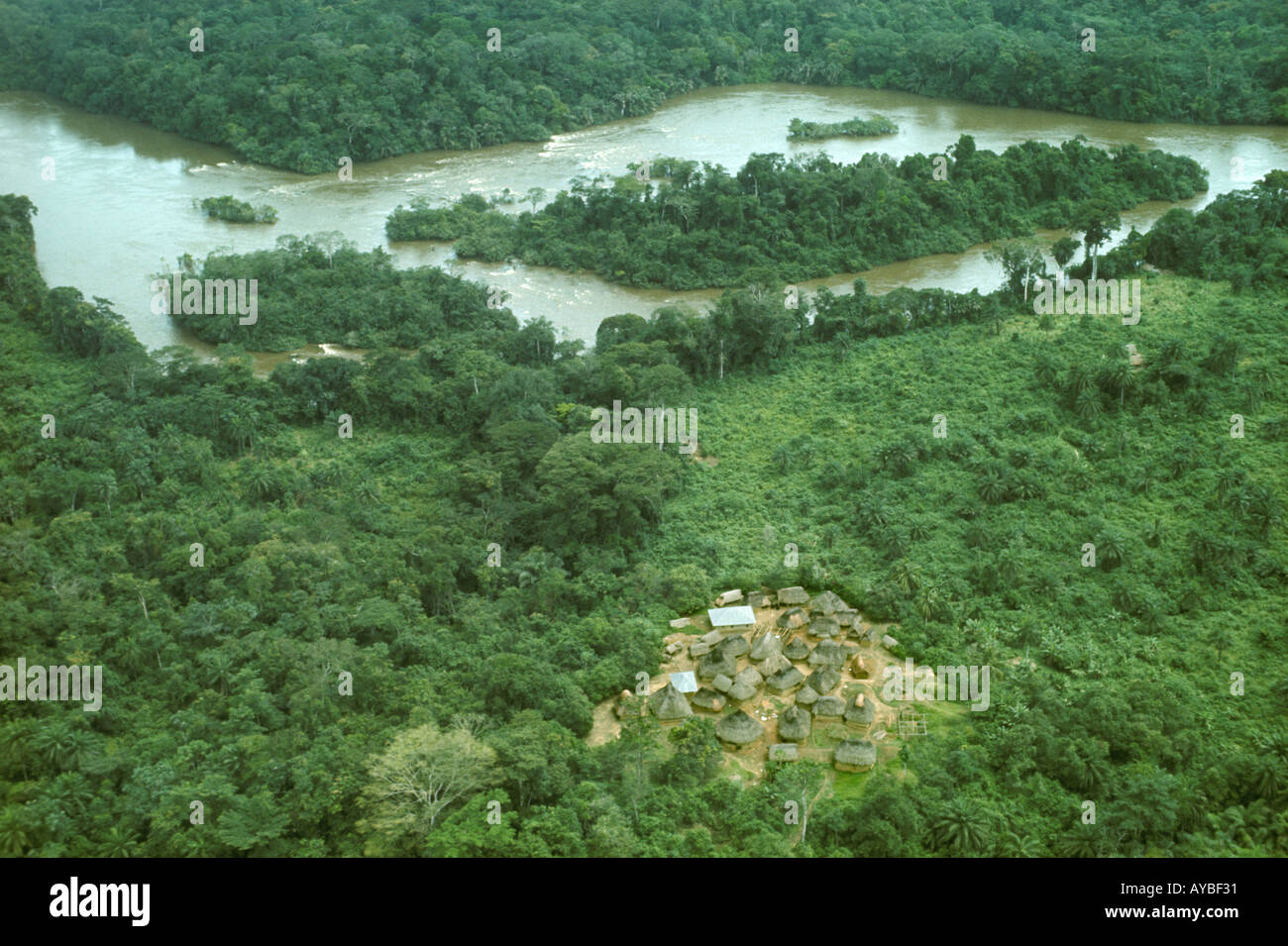 Africa Liberia Kpelle Tribe aerial view of small village and 'Saint Paul River' in rainforest - Stock Image