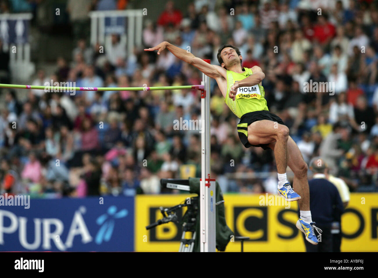 Sweden's Olympic champion Stefan Holm wins the Crystal Palace Grand Prix 2007 High Jump with 2.32m - Stock Image