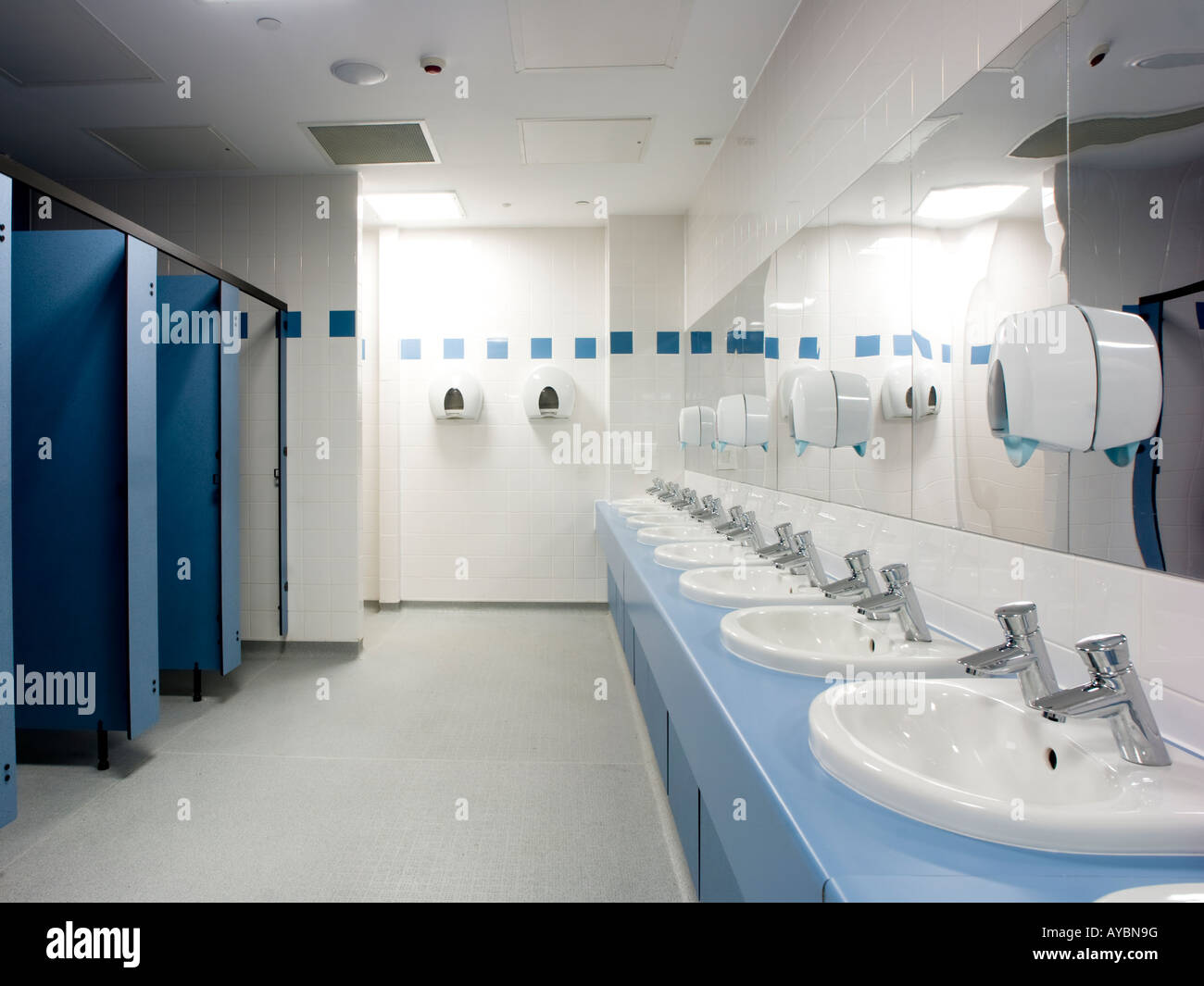 School toilet Stock Photo: 17057595 - Alamy