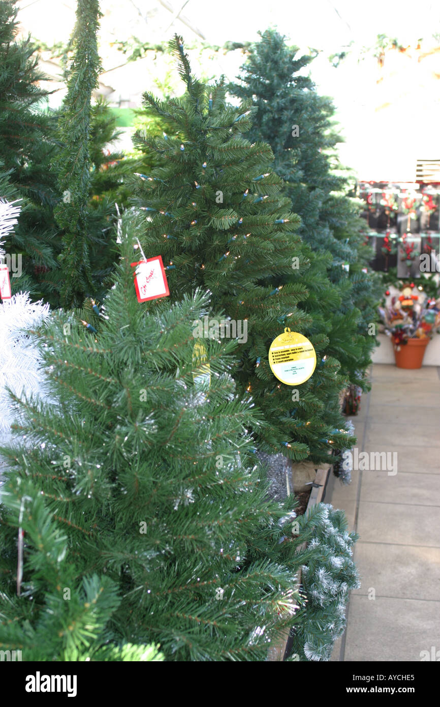 Shop Selling Christmas Trees Stock Photos & Shop Selling Christmas ...